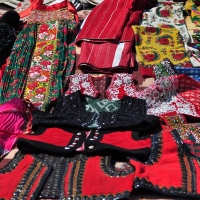 Sătenii din Călata își scot la vânzare vestitele costume populare ale zonei