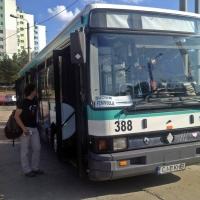 Un autobuz face legătura între strada Bucium și Valea Gârbăului
