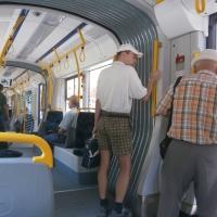 """Interiorul """"tramvaiului mov""""/Foto: Radu Bărăian"""