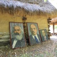 Karl Marx, Lenin și, mai mic, Gheorghiu-Dej
