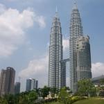 Turnurile Petronas,   din Kuala Lumpur,   construite în anii 1995-1998 şi locul unde a concertat Corul clujean