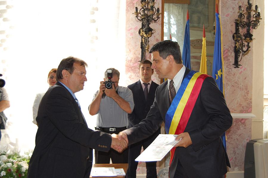 Aurel Irimuş a primit sâmbătă titlul de cetăţean de onoare al Zalăului