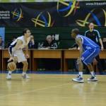 Dani Popescu (foto,   la minge) este noul jucător al celor de la CSM Oradea/ Foto:Facebook