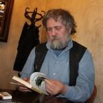 Alexandru Vlad,   în cafeneaua Klausenburg din centrul Clujului