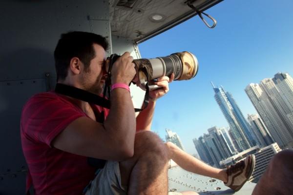 Bogdan Pop în timpul unei şedinţe foto la înălţime