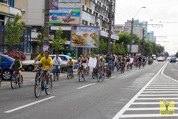 Peste 100 de biciclişti au pedalat prin oraşul Baia Mare / Sursa foto: Critical Mass Baia Mare