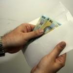 Comisar al Autorităţii Naţionale pentru Protecţia Consumatorilor trimis în judecată