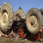 Tractorul s-a răsturnat peste bărbat  / foto arhivă