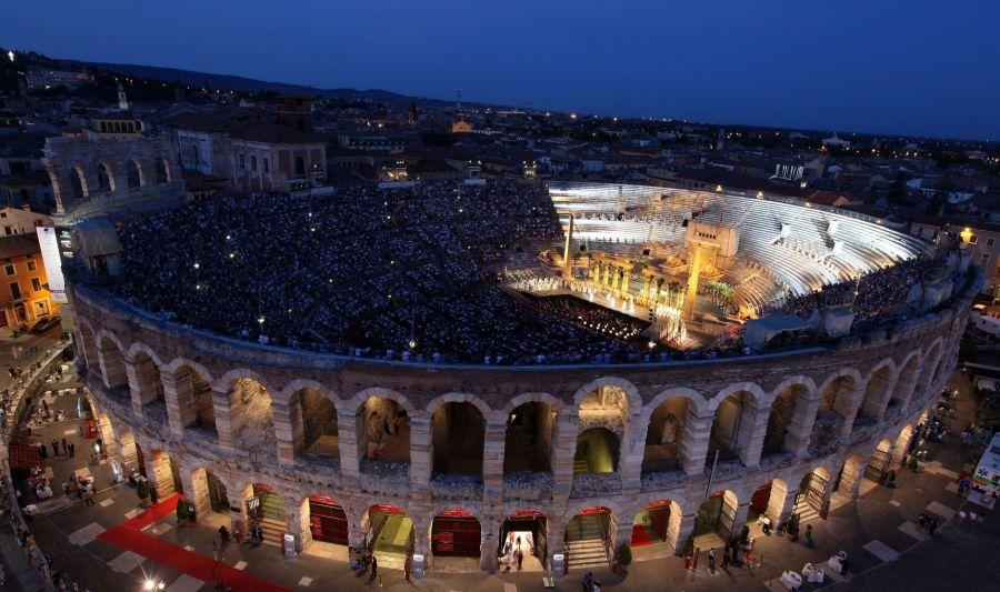 Arena di Verona are astăzi o capacitate de 15.000 de locuri, însă găzduia în antichitate peste 30.000 de oameni/Foto: italianacademyfoundation.org