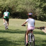 Tinerii vor bate judeţul pe bicicletă