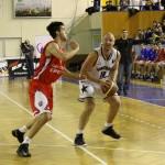 Mihai Silvășan de la Mobitelco Cluj (foto,   la minge) a marcat 21 de puncte în victoria României din Bulgaria/ FOTO: Dan Bodea