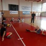 Antrenorul Nicolae Istrate ( foto: în picioare) dă ultimele indicaţii tehnico tactice