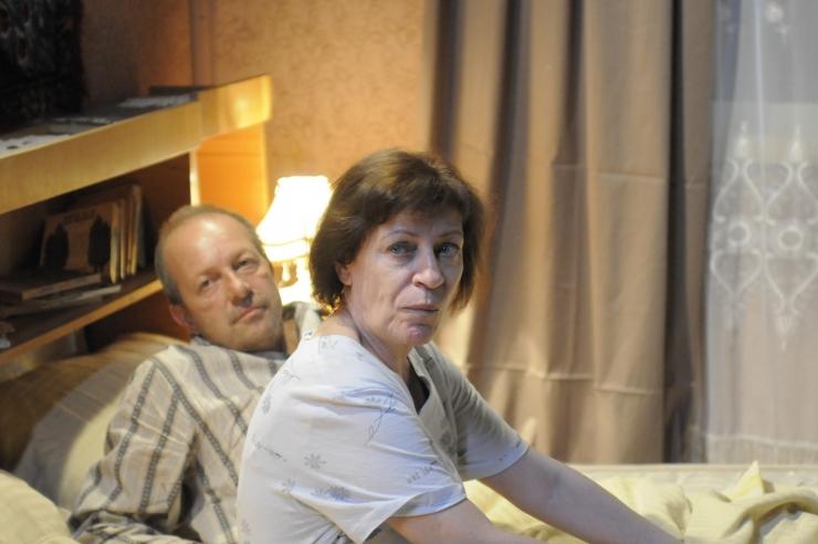 Luminiţa Gheorghiu şi Marian Râlea, doi dintre actorii filmului Sînt o babă comunistă!