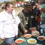 Bucătarul echipei din Cluj,  Ovidiu Pintea, a gătit un preparat la ceaun din carne de mistreț