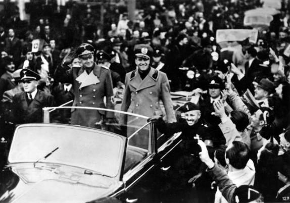 Galeazzo Ciano și Joachim von Ribbentrop,   la o defilare în Como,   în 1939