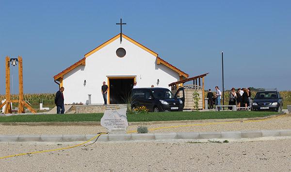 Preoţii ortodocşi refuză să oficieze slujbe de înmormântare în cimitirele private