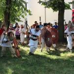 Actorii trupei Porolissum,   reconstituind elemente ale bătăliilor istorice
