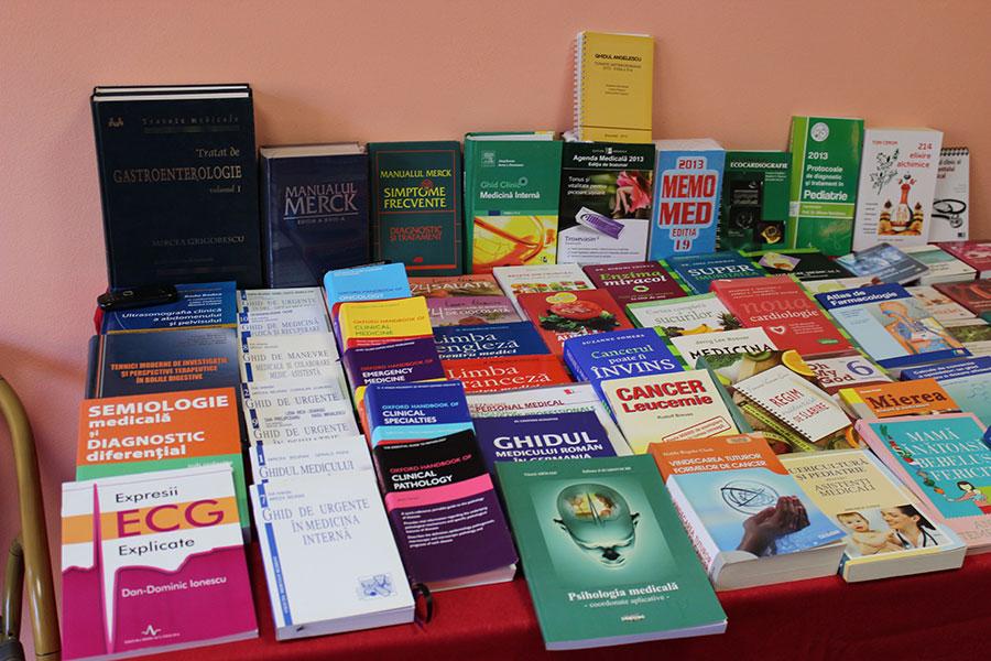 Zeci de cărți pe aceeași temă cu simpozionul se pot achiziționa de la Valea Măriei