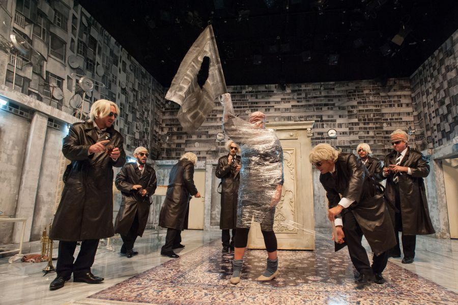 În luna octombrie, spectacolul Leonida Gem Session va participa la Fest(in) pe Bulevard, organizat de Teatrul Nottara Bucureşti și la Festivalul Național de Teatru, organizat de UNITER/Foto/Istvan Biro