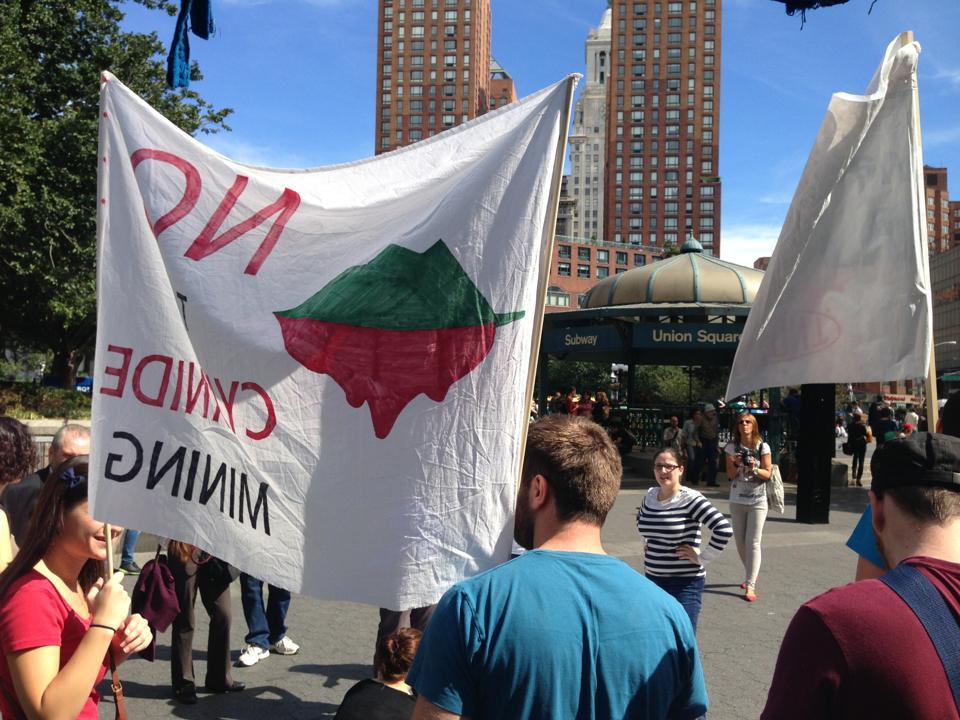 Românii din Diaspora au protestat împotriva proiectului Roşia Montană