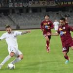 """Cehul Emil Rilke (la minge) a făcut un meci bun contra CFR-ului la debutul său în tricoul lui """"U"""" Cluj / Foto: Dan Bodea"""