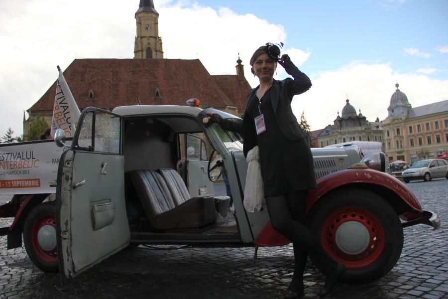 Clujenii pot vizita sâmbătă expoziţia de maşini de epocă din Piaţa Unirii până la ora 20.00/Foto: Dan Bodea