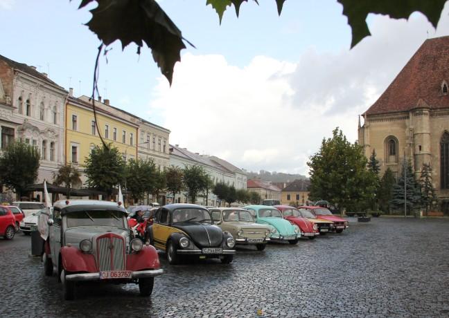 Automobilele vor pleca în paradă spre Parcul Central , duminică, de la ora 12.00/Foto: Dan Bodea