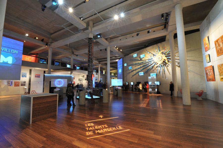 Pavilionul M propune întâlniri, inaugurări excepţionale şi performanţe live a peste 100 de artişti, pictori, fotografi, sculptori.