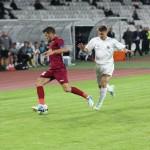 Calcan (în alb) poate ajunge în iarnă la Dinamo / Foto: Dan Bodea