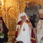 Patriarhul Daniel,   alături de Episcopul Petroniu şi de părintele paroh Ioan Ghiurco