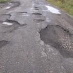 S-a semnat contractul de credit pentru repararea drumurilor judeţene