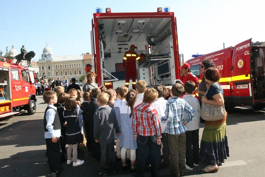 Parada și exercițiul tactic care marcau Ziua Pompierilor vor lipsi în acest an (foto: arhivă)