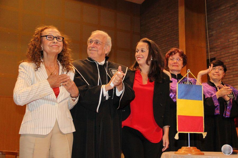 Lawrence Foster, alături de soţia şi fiica lui, Angela şi Nicole/Foto: Dan Bodea