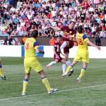Kapetanos, în duel cu Martinovic / Foto: Dan Bodea