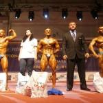 Președintele Federației Române de Culturism și Fitness , Gabriel Toncean (al patrulea, de la stânga la dreapta), alături de câștigătorii categoriei 70 de kg la Culturism Seniori
