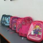 10 ghiozdane cu rechizite au ajuns vineri la copii din Zalău