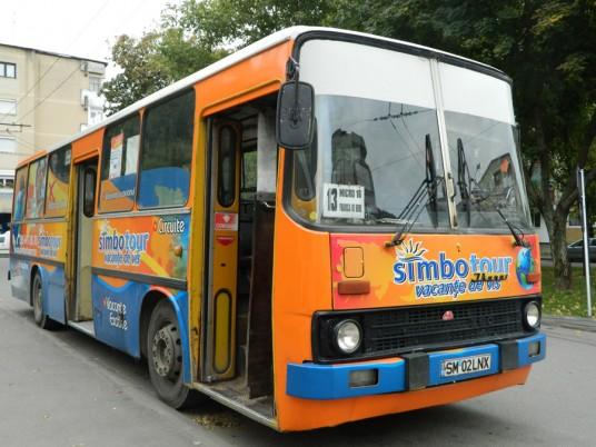 Autobuzul Transurban care face reclamă  Agenţiei de Turism Simbotours