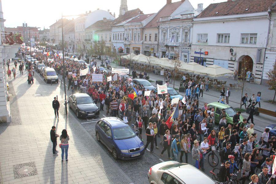 """Manifestaţiile """"de duminică"""" anti-RMGC au dat peste cap traficul. Cum fentează protestatarii legea?"""