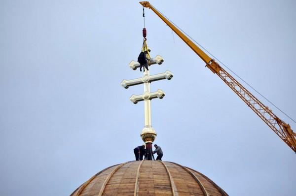 Crucea măsoară 8,  5 metrii înălțime și cântărește aproape jumătate de tonă / Foto: Doru Filipaș
