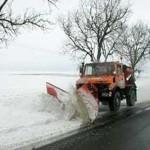 """""""Saramură"""" pe drumurile judeţene la iarnă"""