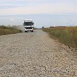 Până la cimitirul din Balta Blondă,   din Satu Mare trebuie parcurşi aproape 10 km de drum desfundat