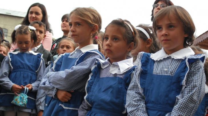 Prima vacanţă va fi din 2 până în 10 noiembrie,   pentru elevii din învăţământul primar şi pentru copiii de la grădiniţă / Sursa foto: realitatea.ro