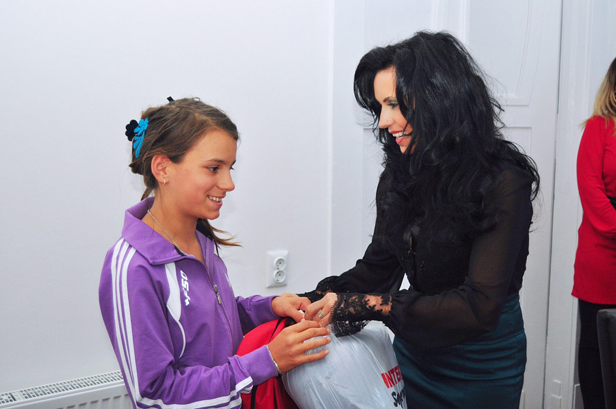 Ghiozdane și rechizite pentru copiii nevoiași