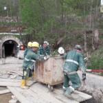 Minerii blocaţi în subteran la Roşia Montană nu renunţă la protest
