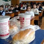 Laptele şi cornul întârzie în şcolile din Maramureş