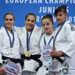 Larisa Florian (dreapta),   pe podiumul categoriei 52 kg. Sursa foto: EJU.NET
