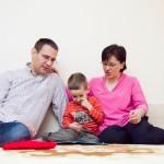 Mihăiță alături de părinții săi/ FOTO: Camelia Burduja