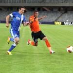 Vitezistul Pandurilor, Viorel Nicoară (foto, în portocaliu) a alergat mult, dar fără folos în meciul cu Dnepr/ FOTO Dan Bodea