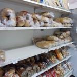 Sătmărenii susțin că nu resimt la buzunar reducerea prețului la pâine