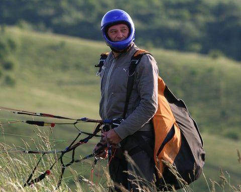 Vasile Şomlea practică zborul cu parapanta de aproximativ cinci ani/Foto: Arhiva personală Facebook